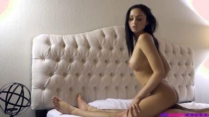 Прилёг на кровать к сестре, да и трахнул на порно от первого лица