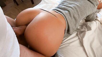 Любительское порно видео с красивой попкой и аппетитной грудью